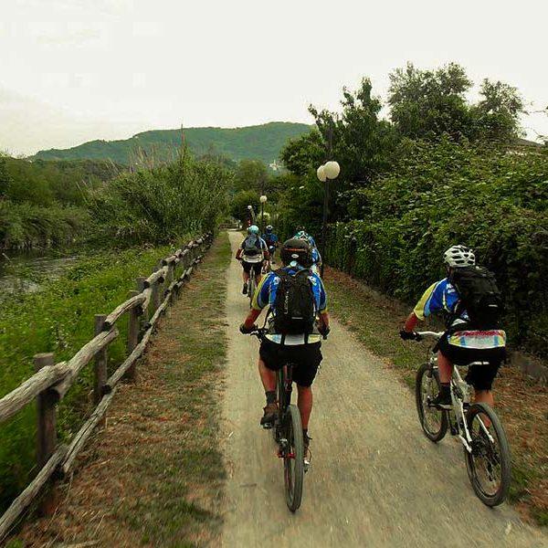 In Mountainbike lungo Entella